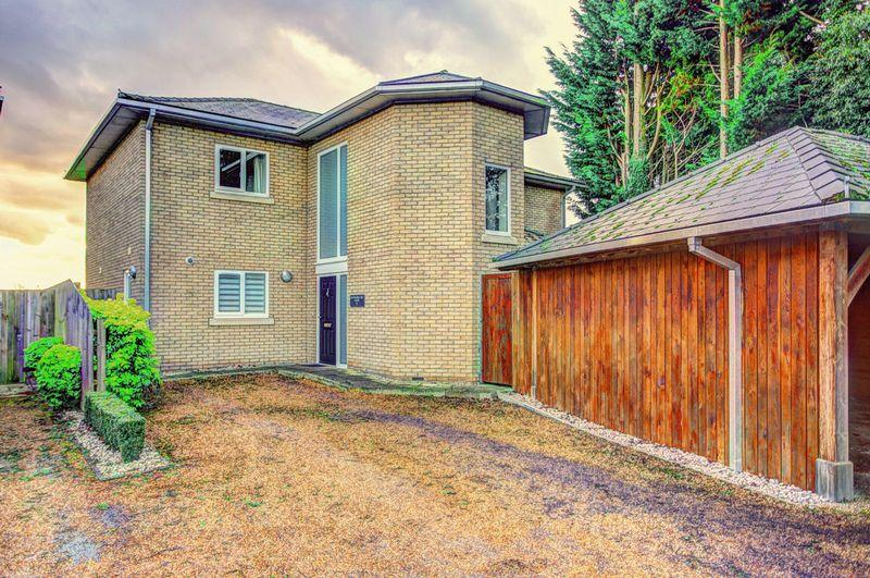 4 Bedrooms Detached House for sale in Barton Road, Ely