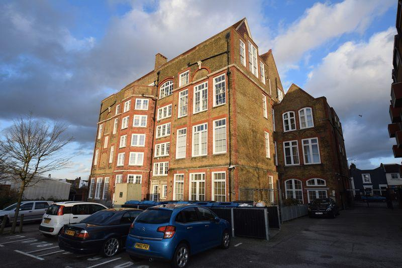 2 Bedrooms Apartment Flat for sale in School House Yard, Bloomfield Road, SE18 7JD