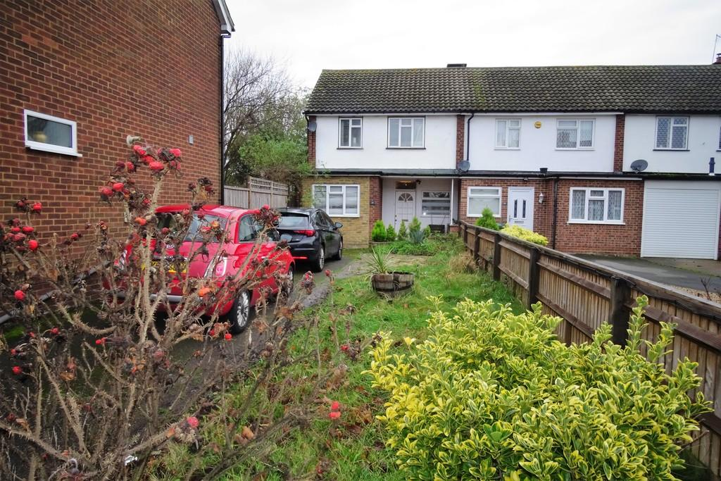 3 Bedrooms Terraced House for sale in Maxwell Road, Ashford, TW15