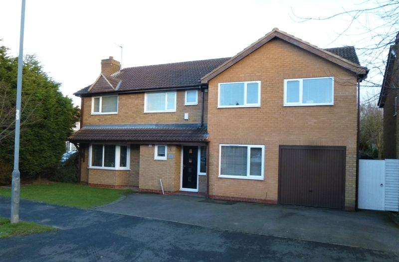 5 Bedrooms Detached House for sale in Milby Drive, St Nicolas Park, Nuneaton