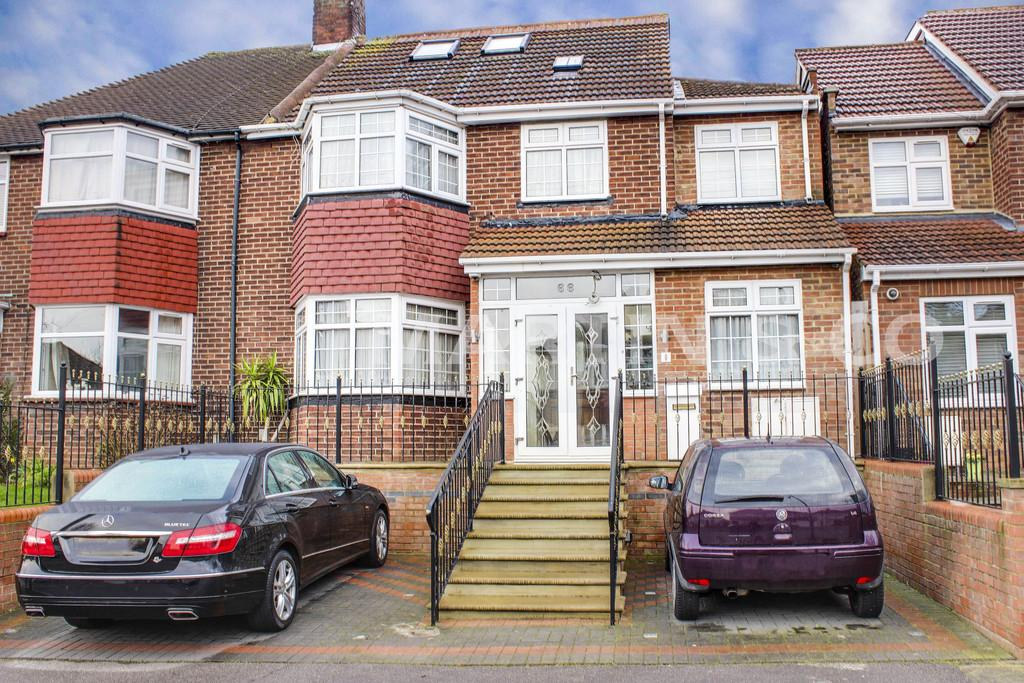 5 Bedrooms Semi Detached House for sale in Dovedale Avenue, Clayhall