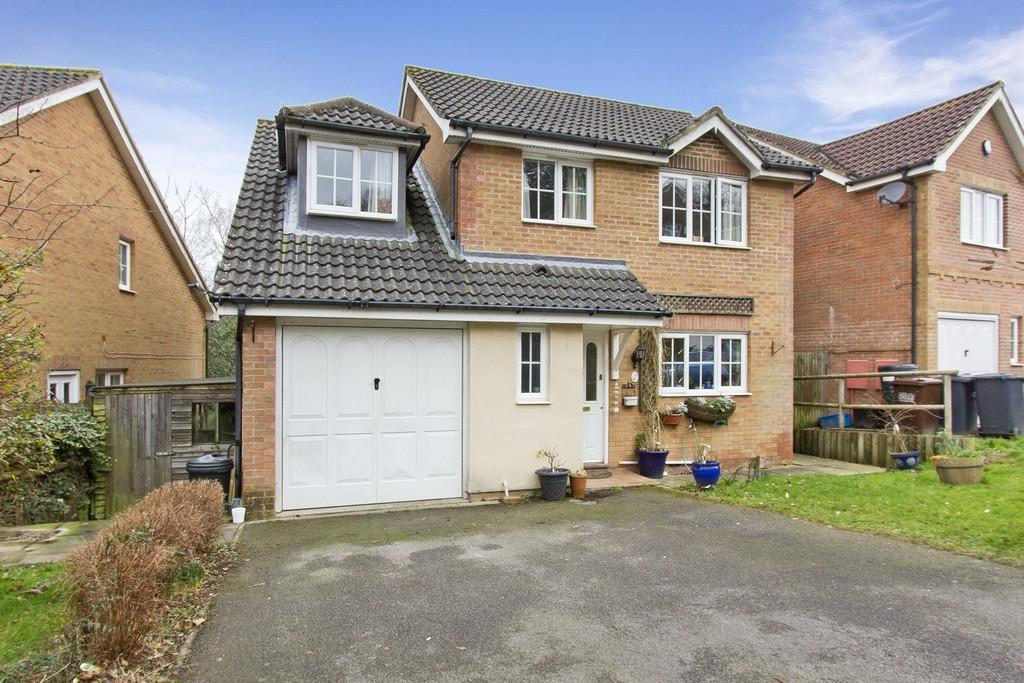 4 Bedrooms Detached House for sale in Lincoln Way, Crowborough