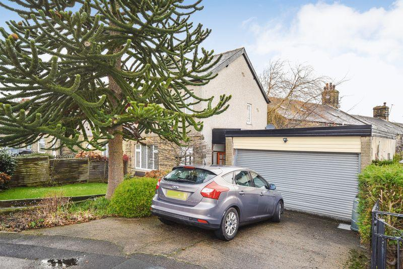 3 Bedrooms Semi Detached House for sale in Thornsgill Avenue, Cutler Heights, Bradford