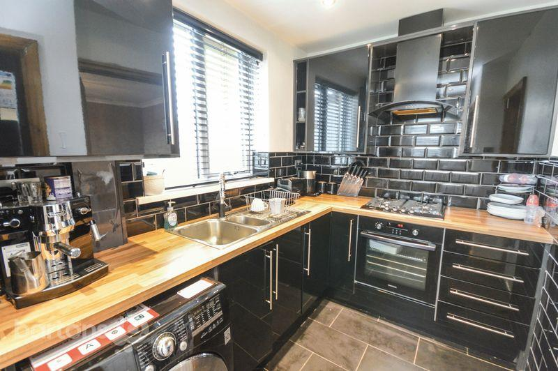 3 Bedrooms Semi Detached House for sale in Renway Road, Broom