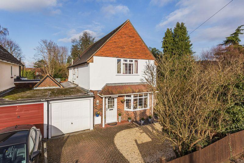4 Bedrooms Detached House for sale in Shalford