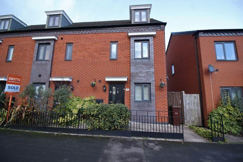 3 Bedrooms Terraced House for sale in Mercury Drive, Oxley, Wolverhampton