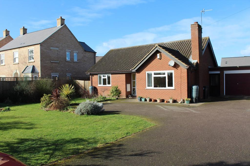 2 Bedrooms Detached Bungalow for sale in Potton Road, Biggleswade, SG18