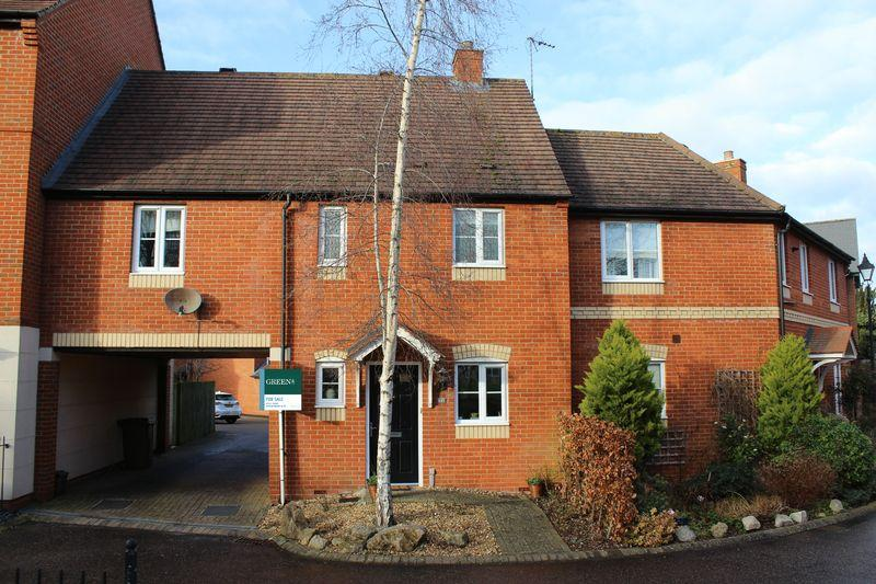 3 Bedrooms Terraced House for sale in Chapel Close, Wantage