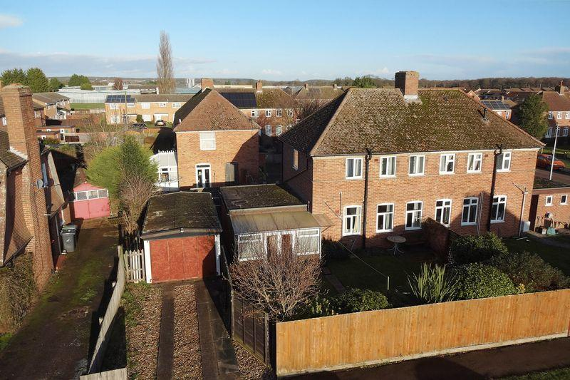 2 Bedrooms Semi Detached House for sale in The Avenue, Flitwick