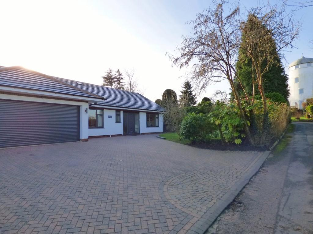 3 Bedrooms Detached Bungalow for sale in Mill Lane, Hammerwich
