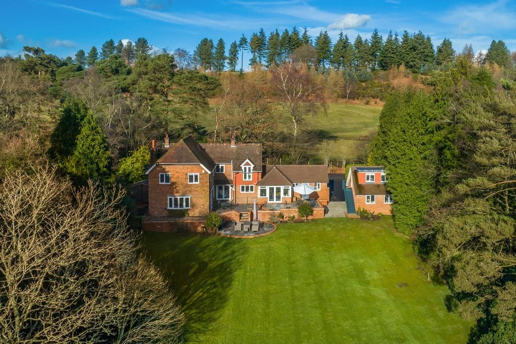 4 Bedrooms Detached House for sale in Liss Forest, Hampshire