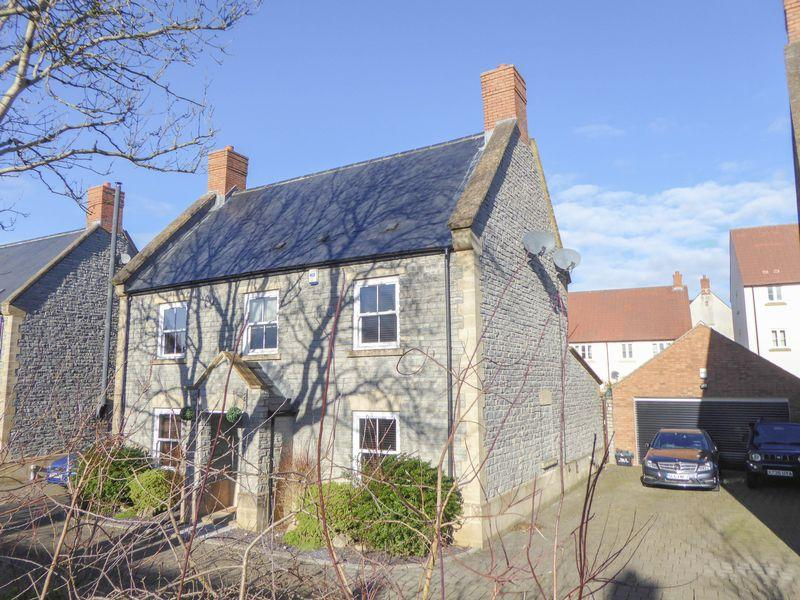4 Bedrooms Detached House for sale in Mistletoe Lane, Shepton Mallet