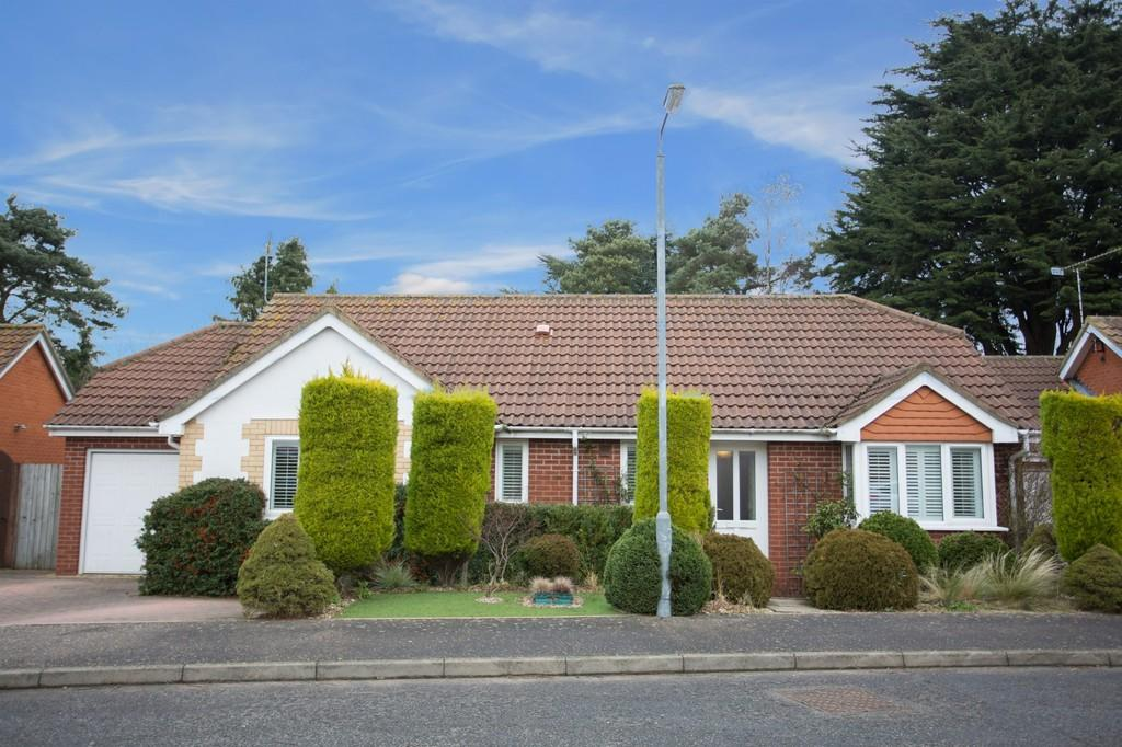 3 Bedrooms Detached Bungalow for sale in Bellview Close, Briston