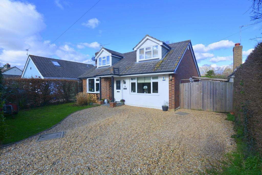 4 Bedrooms Chalet House for sale in Hayes Close, Wimborne