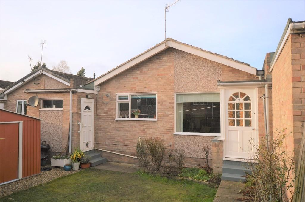2 Bedrooms Detached Bungalow for sale in Tynedale Close, Wylam