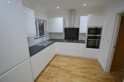 4 bedroom terraced house to rent - Stradbroke Grove,  Clayhall, IG5