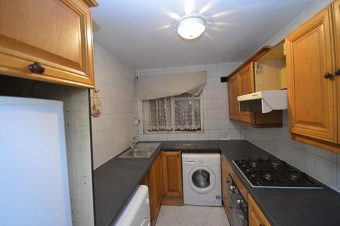 2 bedroom maisonette to rent - Bullen Court, New North Road, Hainault, IG6