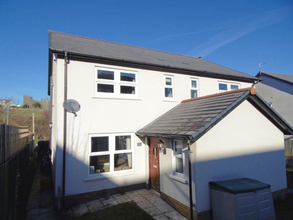 3 Bedrooms Semi Detached House for sale in 13 Coed Y Felin, Conwy, LL32 8QG