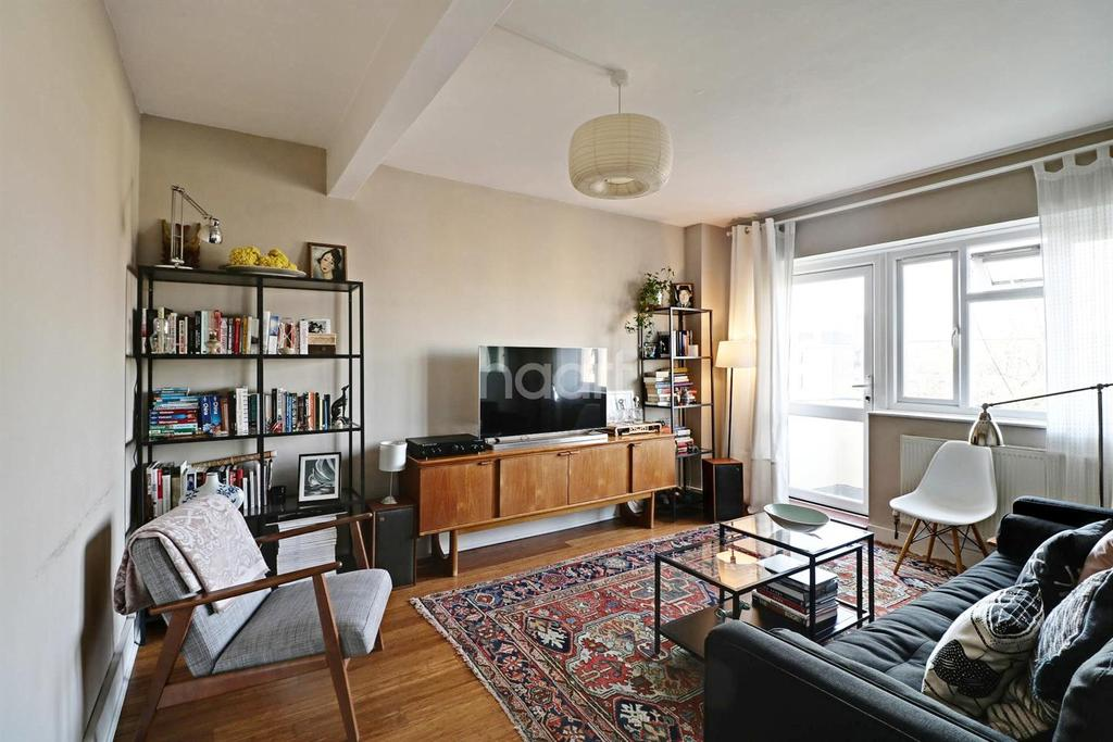 2 Bedrooms Flat for sale in Redlands Way, Brixton Hill, SW2
