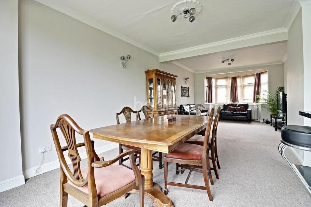 3 Bedrooms Semi Detached House for sale in Eastern Avenue, Newbury Park