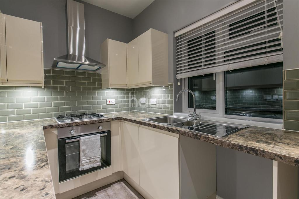 4 Bedrooms Flat for rent in Lower High Street
