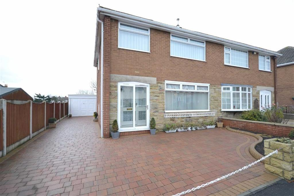 3 Bedrooms Semi Detached House for sale in Farfield Court, Garforth, Leeds, LS25