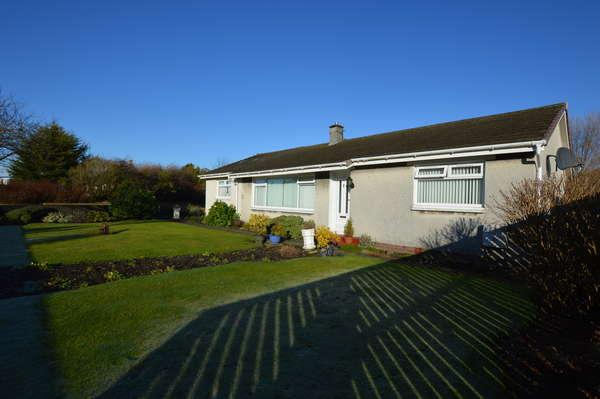 3 Bedrooms Detached Bungalow for sale in 37 Corsehill, Kilwinning, KA13 7NW