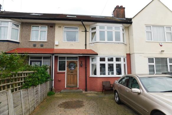4 Bedrooms Terraced House for sale in Catherine Gradens, Hounslow TW3