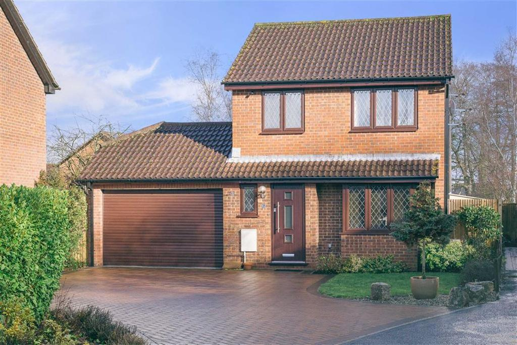 3 Bedrooms Detached House for sale in Ellen Gardens, Valley Park, Chandlers Ford, Hampshire