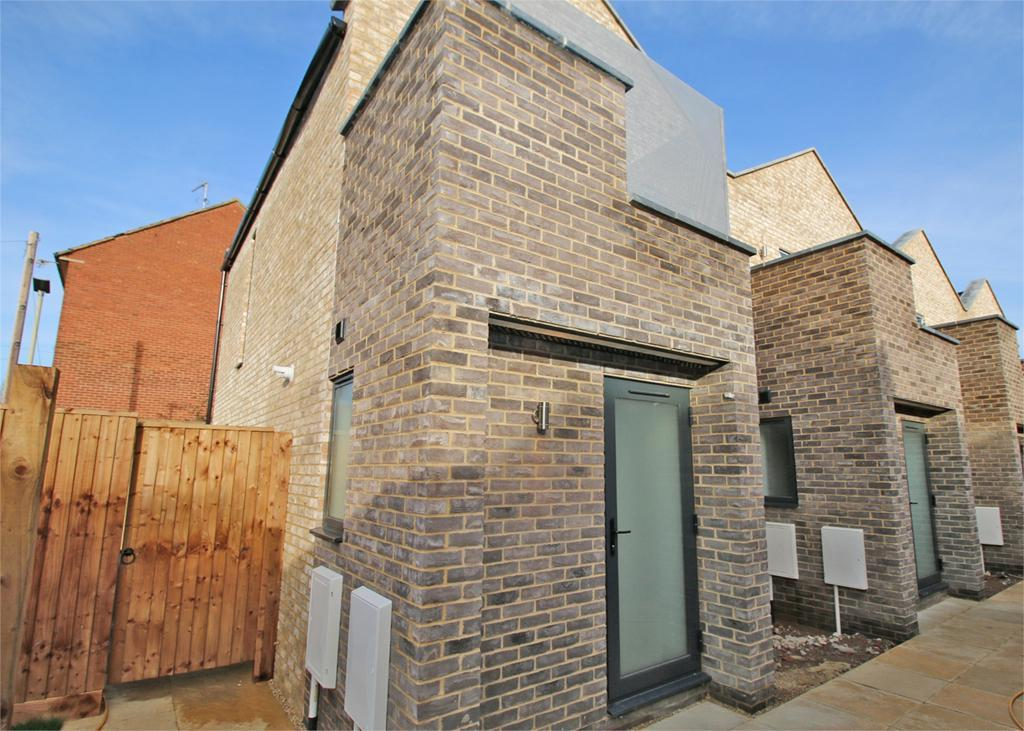 2 Bedrooms Terraced House for sale in Tilley Mews, Cheltenham
