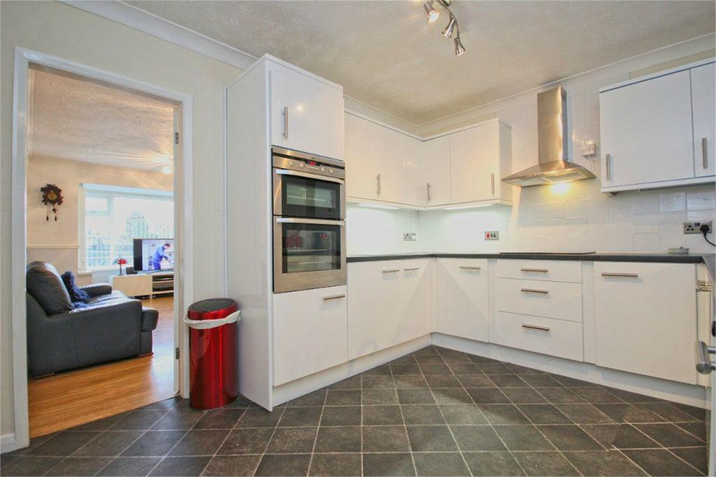 3 Bedrooms Detached House for sale in Church Road, Wawne, Hull, HU7