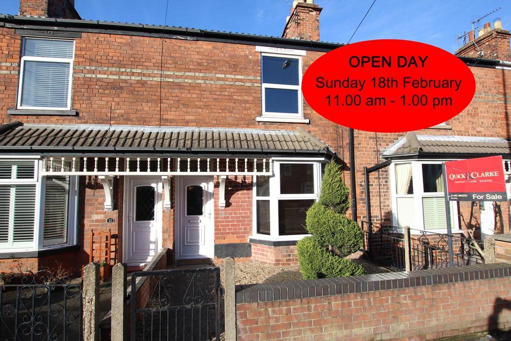 3 Bedrooms Terraced House for sale in Grovehill Road, Beverley , HU17