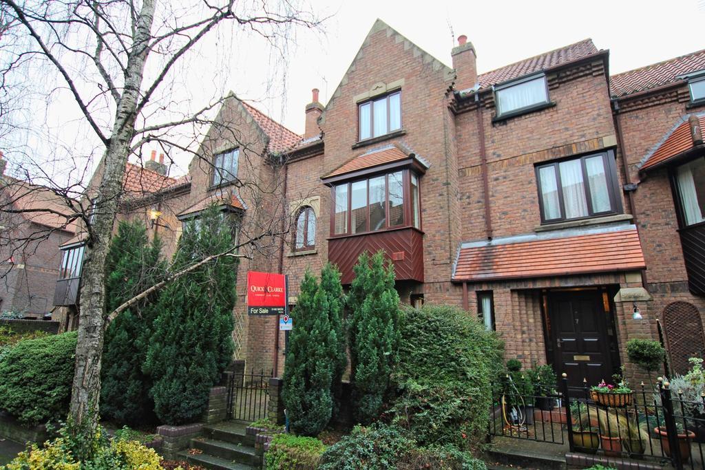 3 Bedrooms Terraced House for sale in Dominican Walk, Eastgate, Beverley, HU17