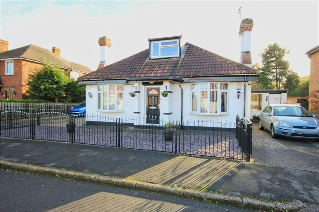 4 Bedrooms Detached Bungalow for sale in Dene Close, Dunswell, HU6