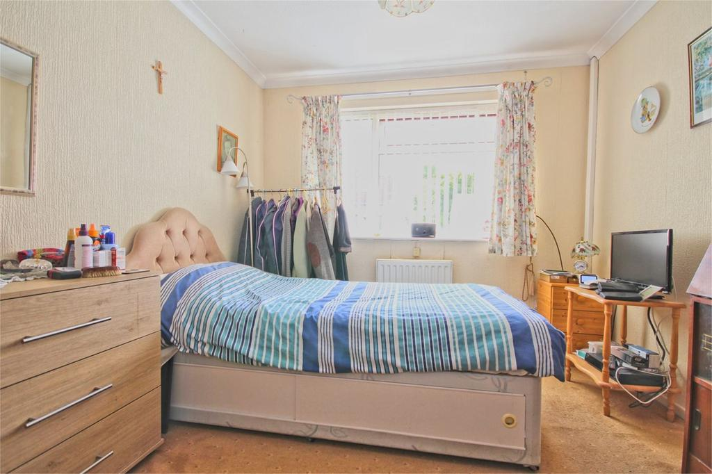2 Bedrooms Semi Detached Bungalow for sale in Langford Walk, Hull, HU4