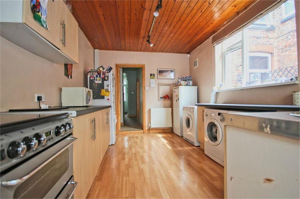 3 Bedrooms Terraced House for sale in Spring Bank West, Hull, HU3