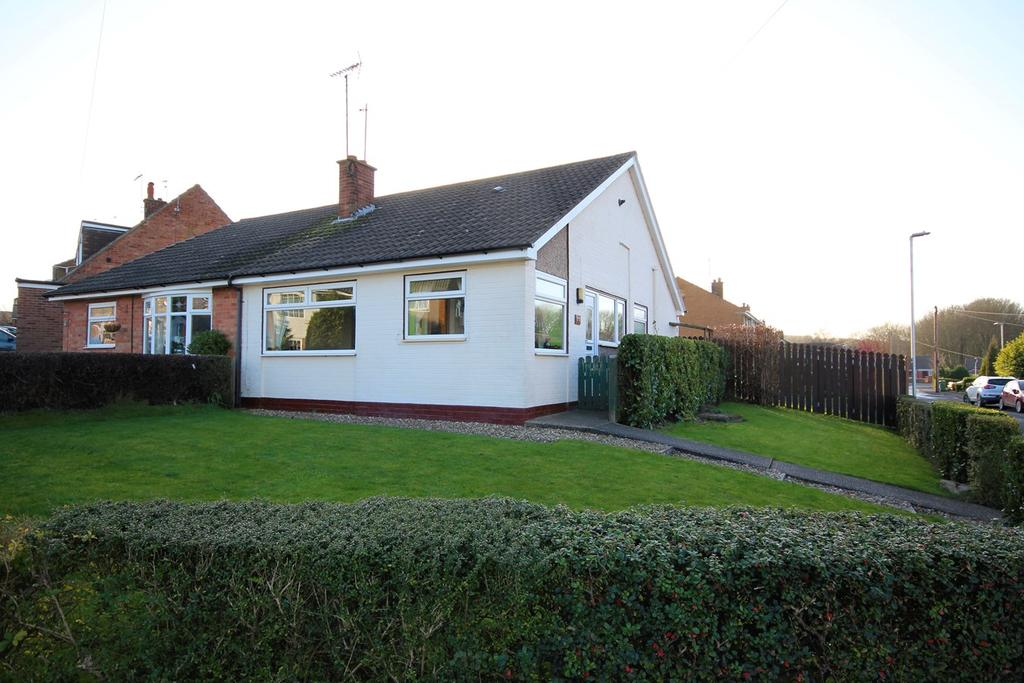 2 Bedrooms Semi Detached Bungalow for sale in Dalesway, Kirk Ella, Hull, HU10