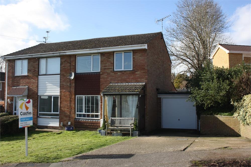 3 Bedrooms Semi Detached House for sale in Poplar Walk, Farnham, Surrey
