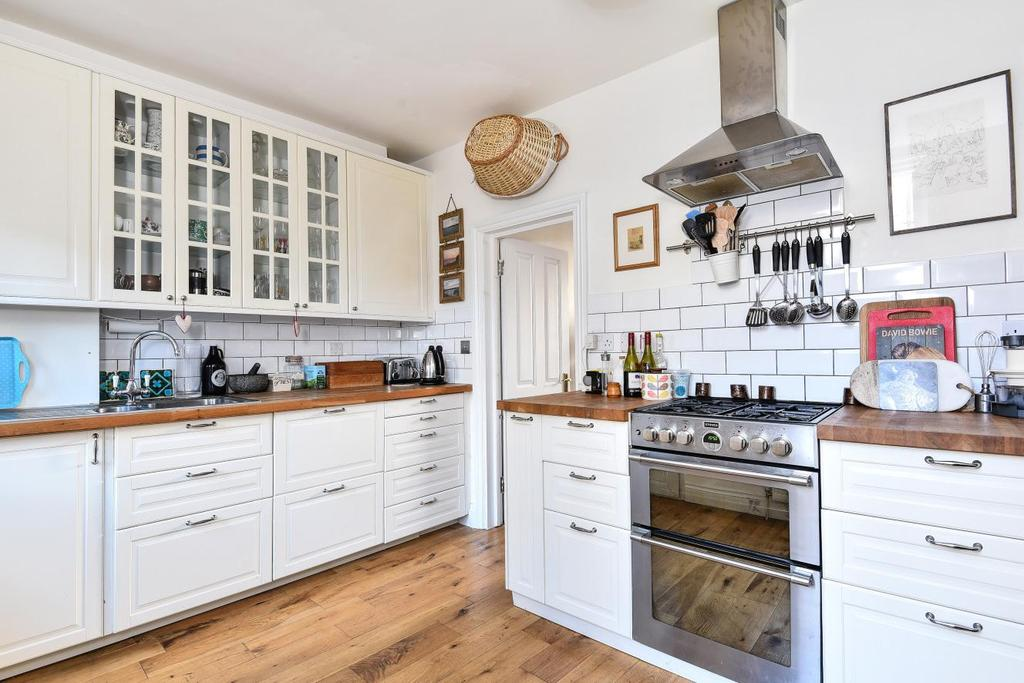 3 Bedrooms Terraced House for sale in Lessingham Avenue, Tooting