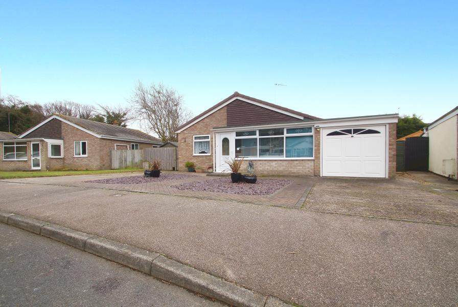 3 Bedrooms Detached Bungalow for sale in EDGE OF TOWN LOCATION