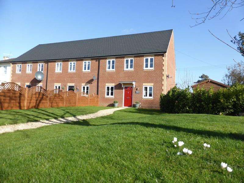 3 Bedrooms Semi Detached House for sale in Court, Three Cocks Lane, Offenham, Evesham