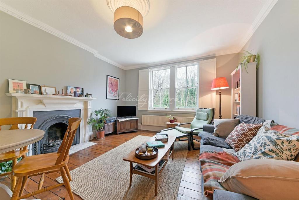 2 Bedrooms Flat for sale in Manor Road, N16