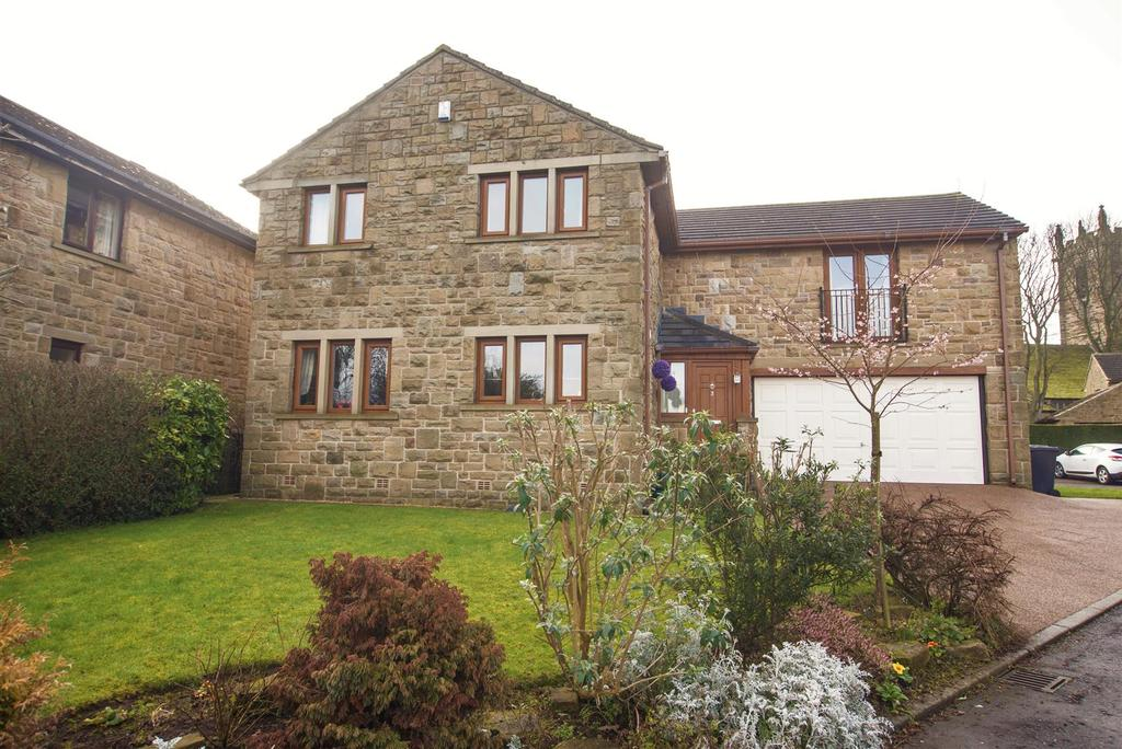 4 Bedrooms Detached House for sale in St Michaels Gardens, Emley, HD8 9TH