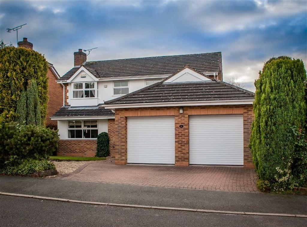 4 Bedrooms Detached House for sale in Berwick Avenue, Walton, Chesterfield, Derbyshire, S40