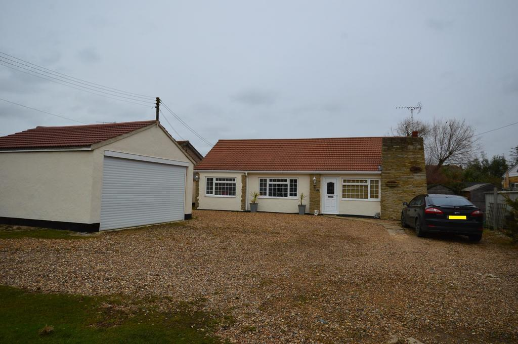 4 Bedrooms Detached Bungalow for sale in West Avenue, Mayland, Chelmsford, Essex, CM3