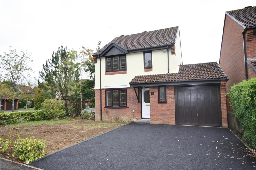 3 Bedrooms Detached House for rent in Chandlers Ford