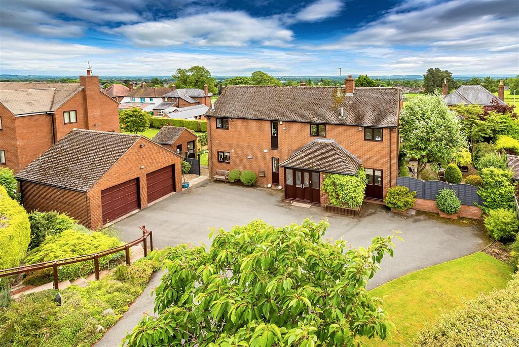 4 Bedrooms Detached House for sale in Broomhall Close, Oswestry