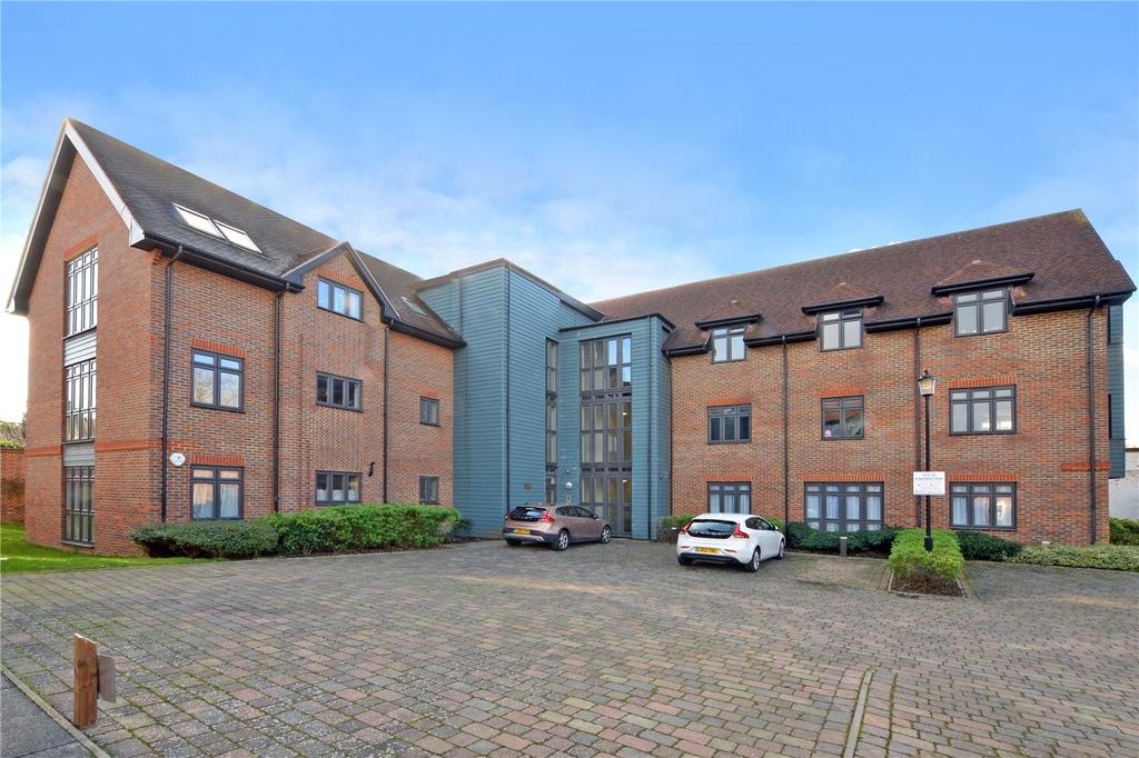 2 Bedrooms Flat for sale in Charlesworth Court, Whyte Mews, Cheam, SM3