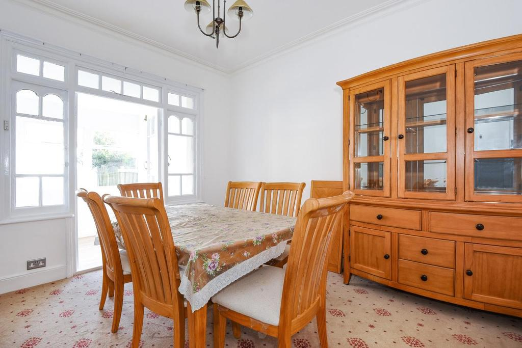 3 Bedrooms Terraced House for sale in Claverley Grove, Finchley