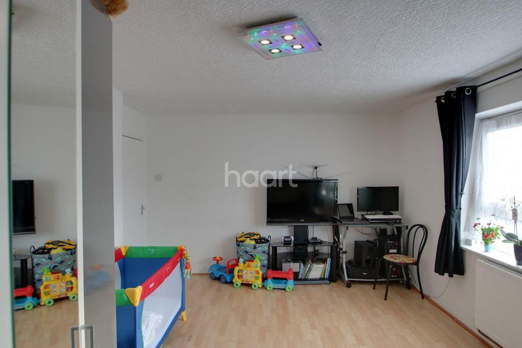 2 Bedrooms Flat for sale in Atkinson House, Sutton Road, Plaistow